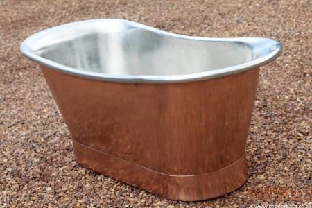 Copper bath with tin interior R42 500